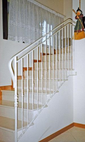 Scale ferro battuto scale interne ed esterne in ferro battuto ringhiere scale ferro treviso - Scale interne classiche ...